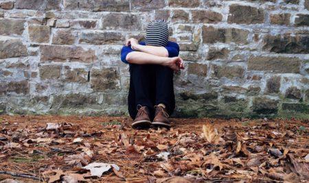 8 Tanda Peringatan Bunuh Diri