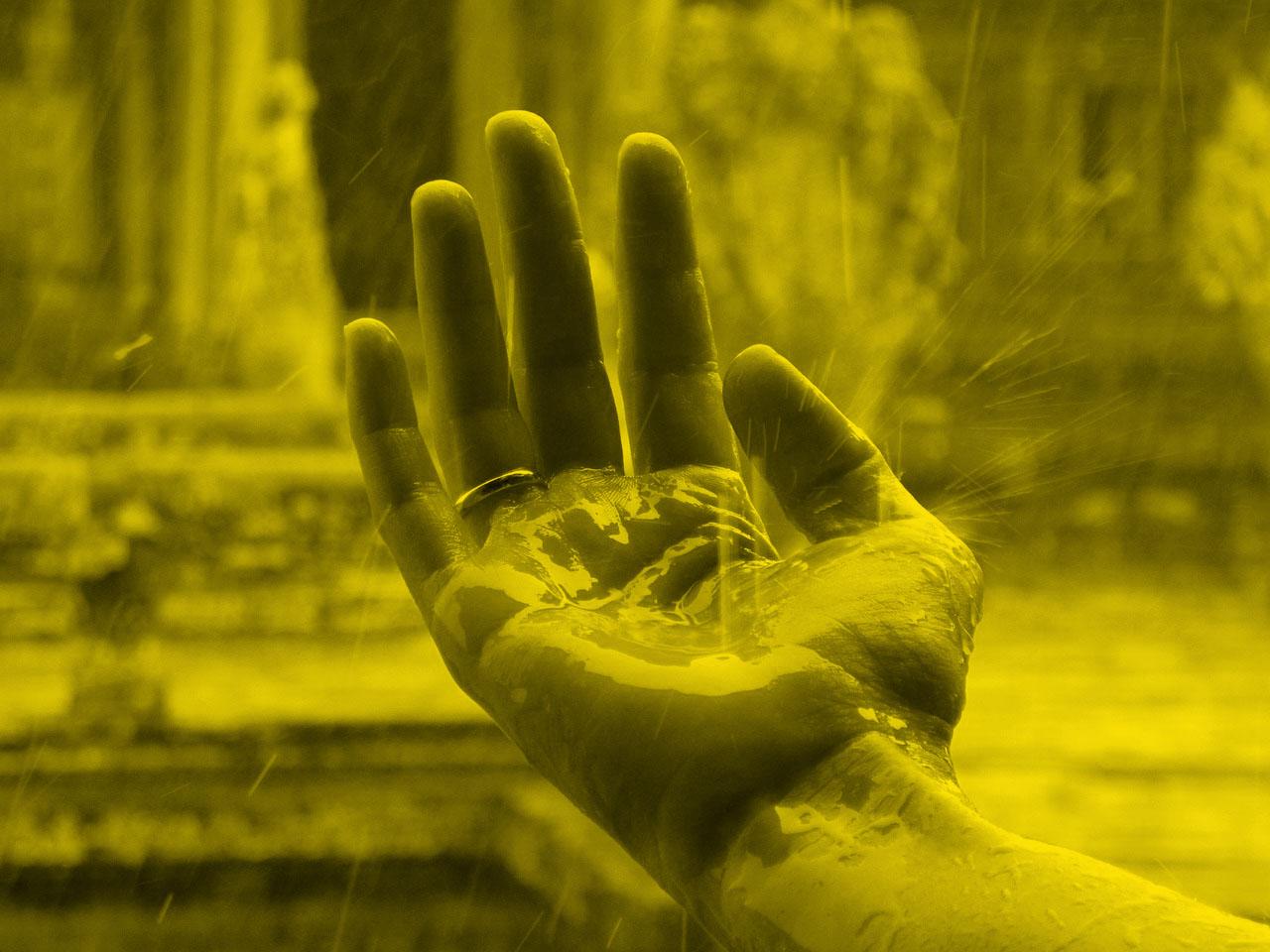 hand-1819357_1280