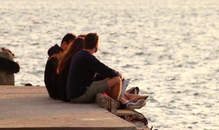 Depresi pada Remaja: Membongkar Mitos dan Cara Menanganinya