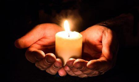 Menggunakan Media Sosial untuk Mengenang Bunuh Diri